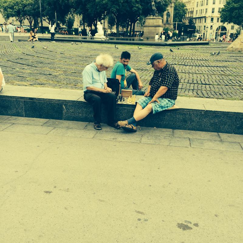 Šachy sú in, ponožky v sandáloch nie