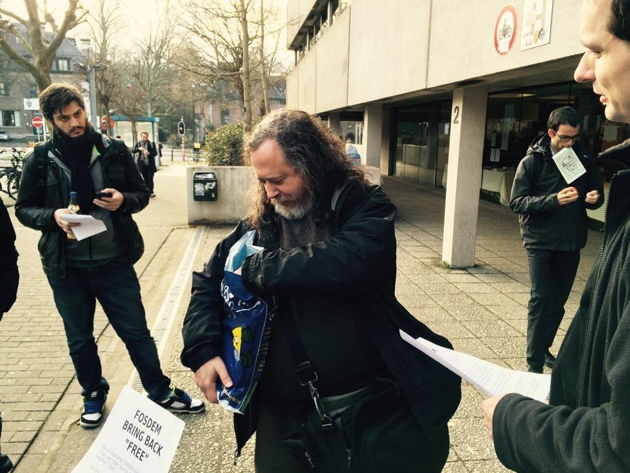 Richarda Stallman (rms) tento rok neprednášal ale prišiel vyjadriť svoj názor na zmeny v názve konferencie.