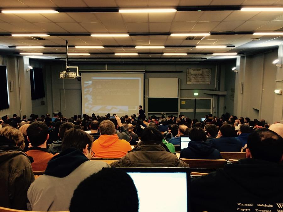 Miestom konania konferencie je Université Libre de Bruxelles Solbosh. Občas mám pocit, že sa tých študentských lavíc nikdy nezbavím.