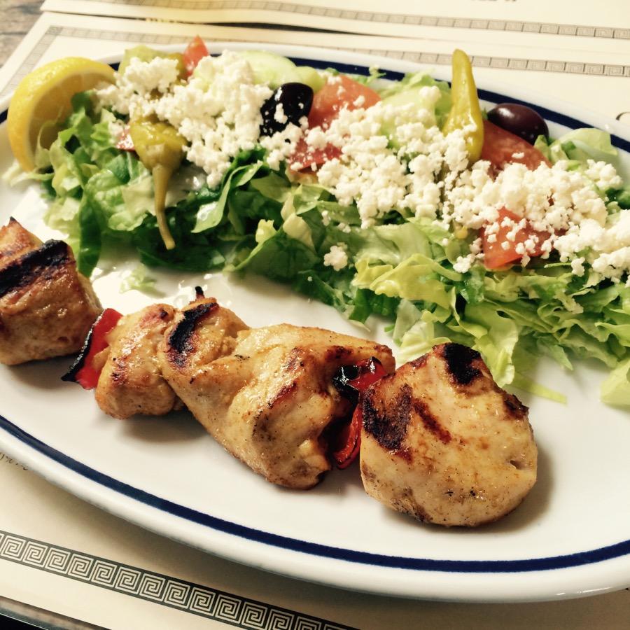 Obed v gréckej taverne.