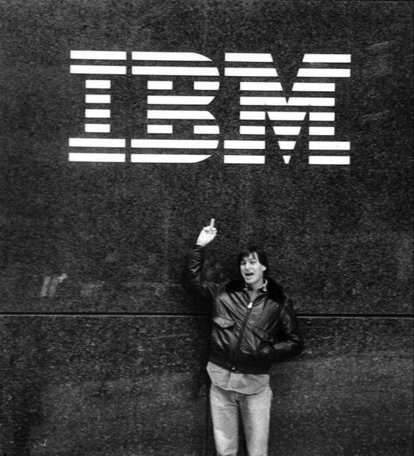 IBM na štátnych zákazkách za zarobilo 121 806 277 € a štát mu ešte pchá do vreciek