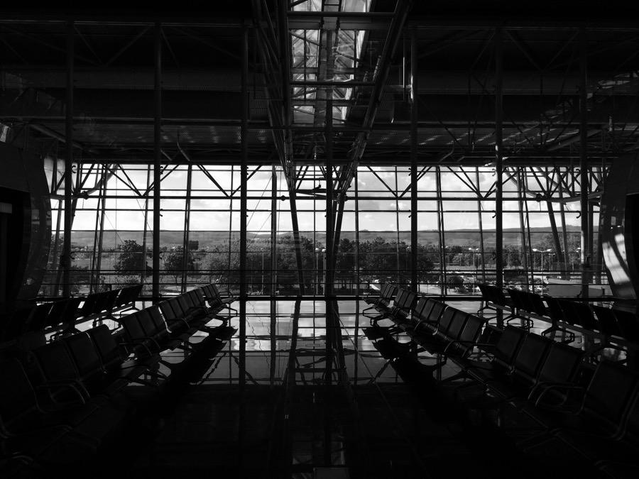Tradične prázdne Bratislavské letisko, wir fahren nach Berlin